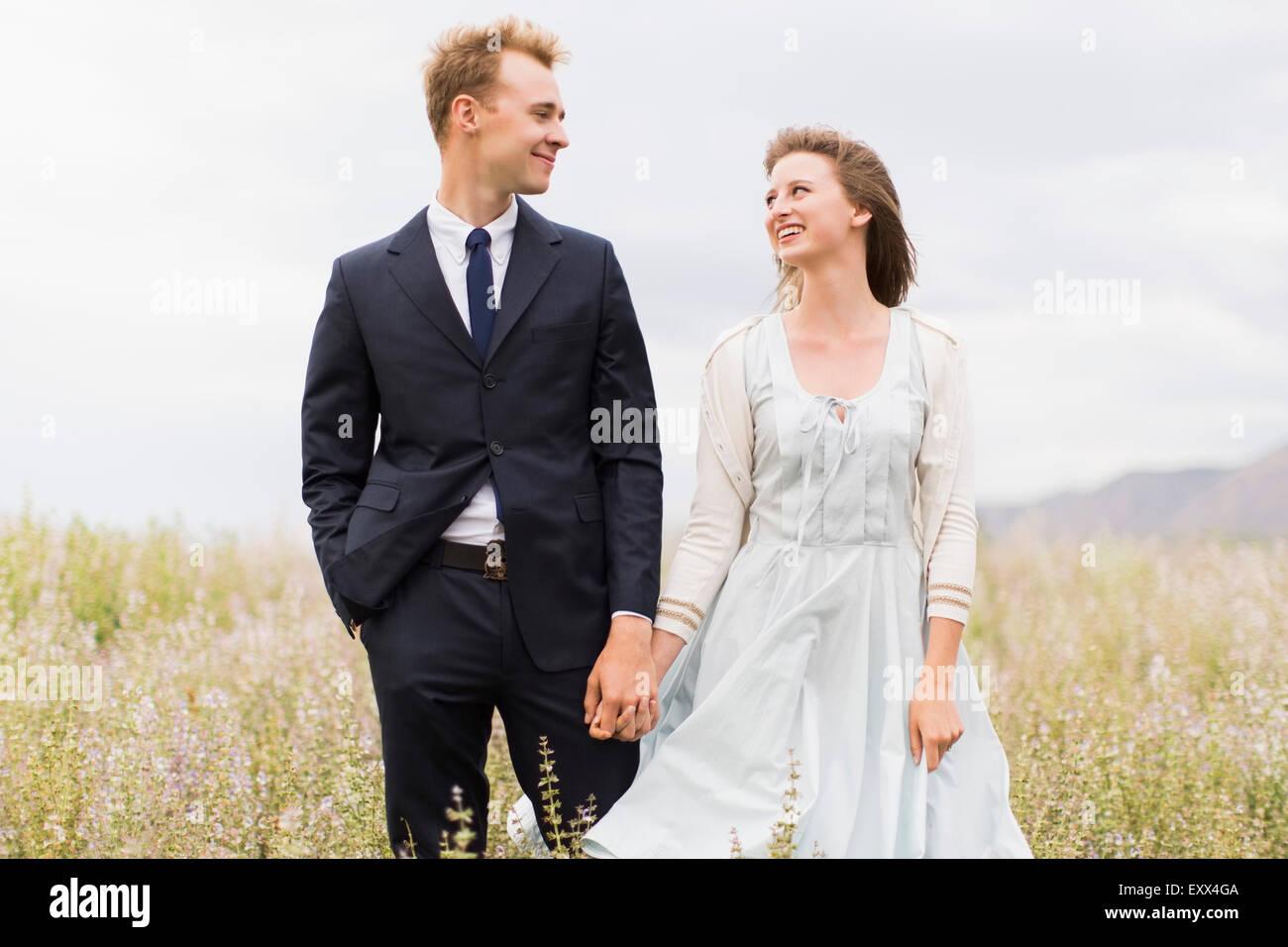 Newlywed couple in field - Stock Image