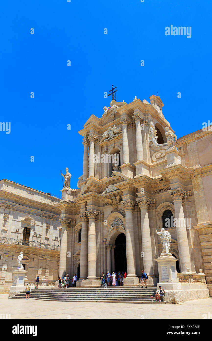 Piazzo del Duomo,  Ortygia, Syracuse, Sicily with the baroque facade of the Church of Santa Lucia alla Badia - Stock Image