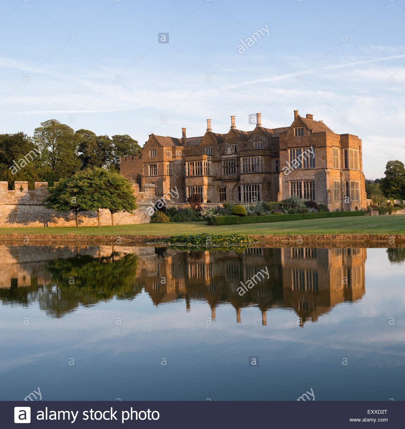 Broughton castle in the evening summer sunlight. Near Banbury, Oxfordshire, England - Stock Image