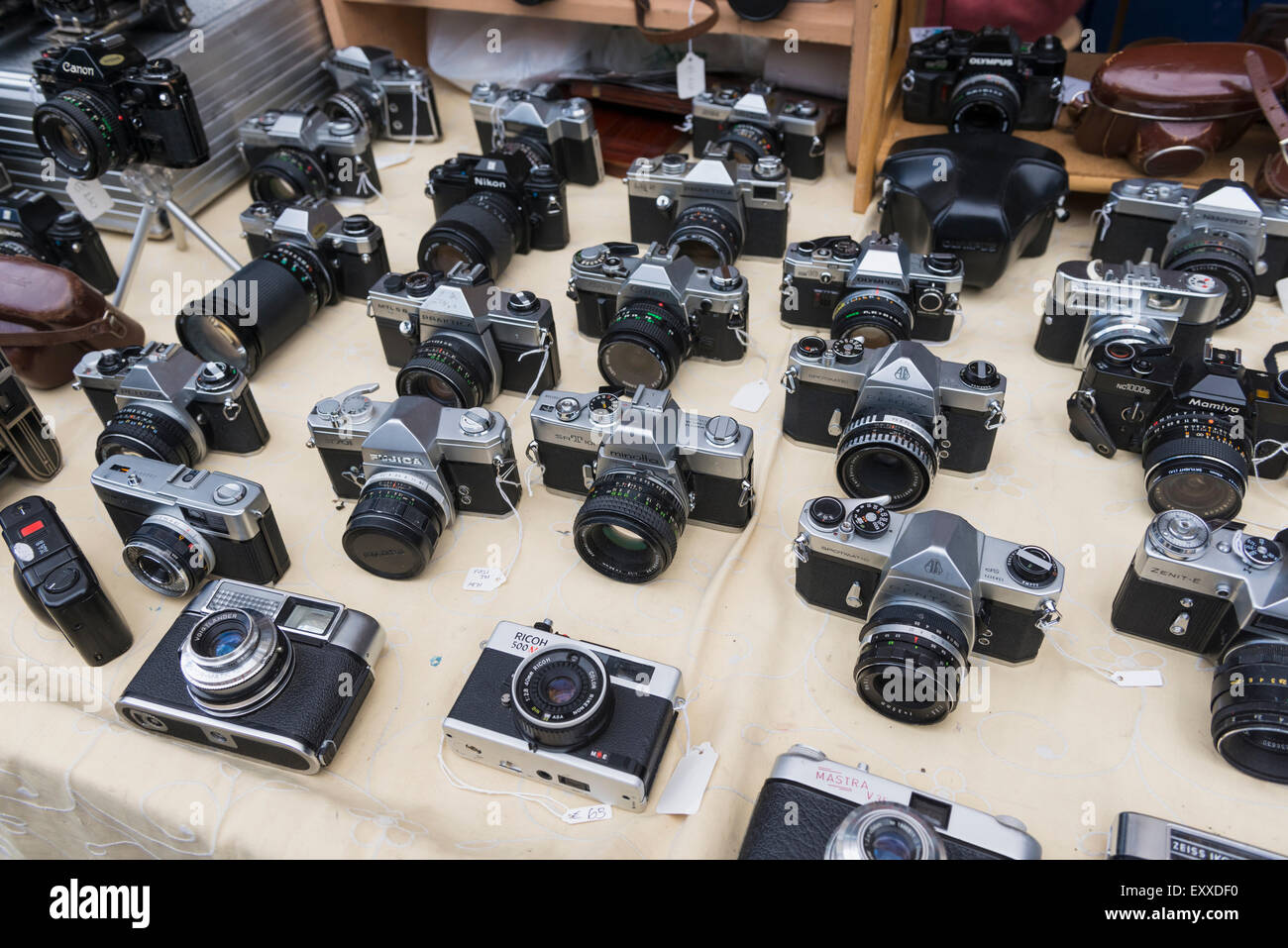 Old vintage cameras on display in Portobello Market, London, England, UK - Stock Image