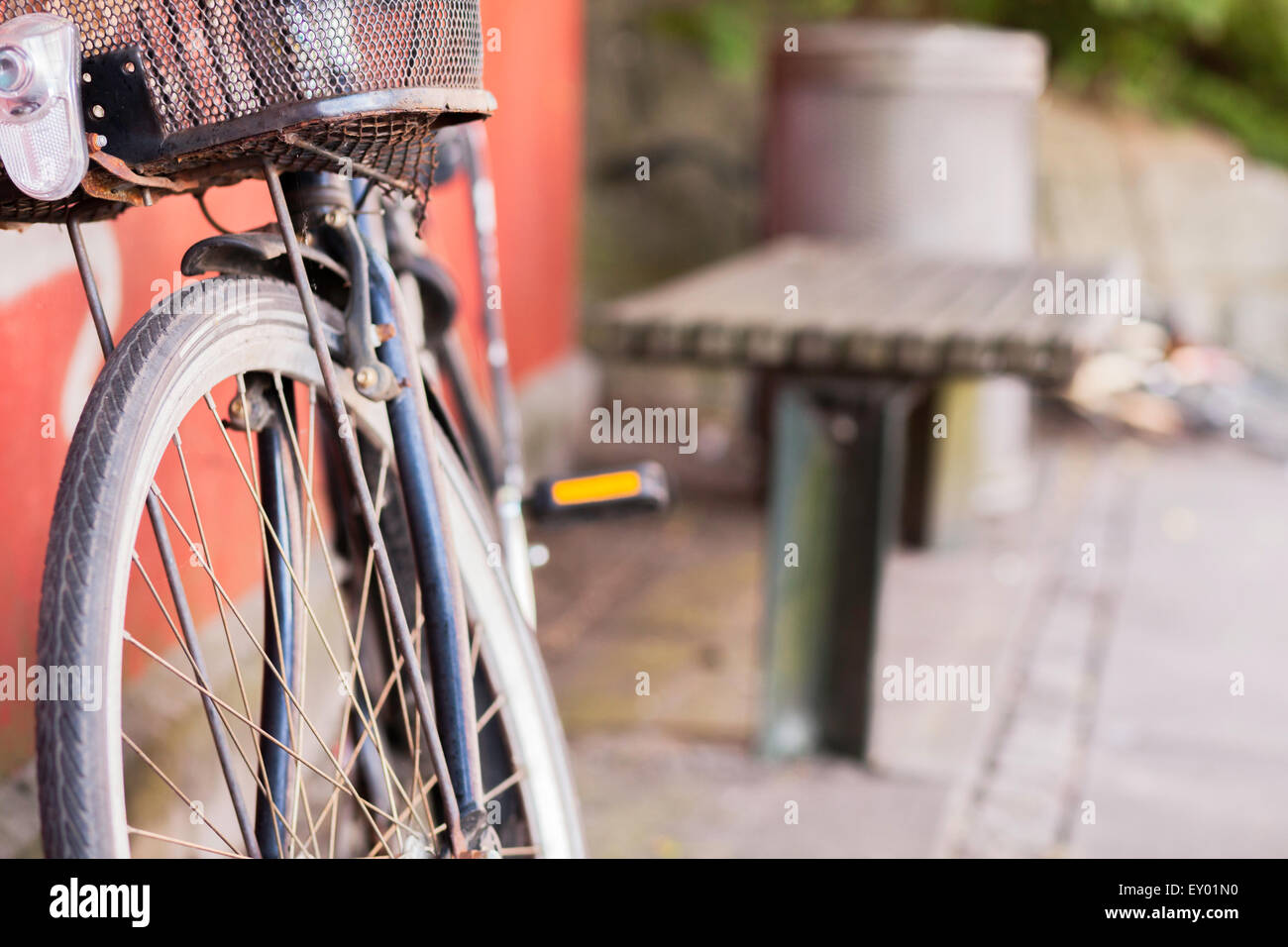 Stolen bicycle left behind in urban street - Stock Image