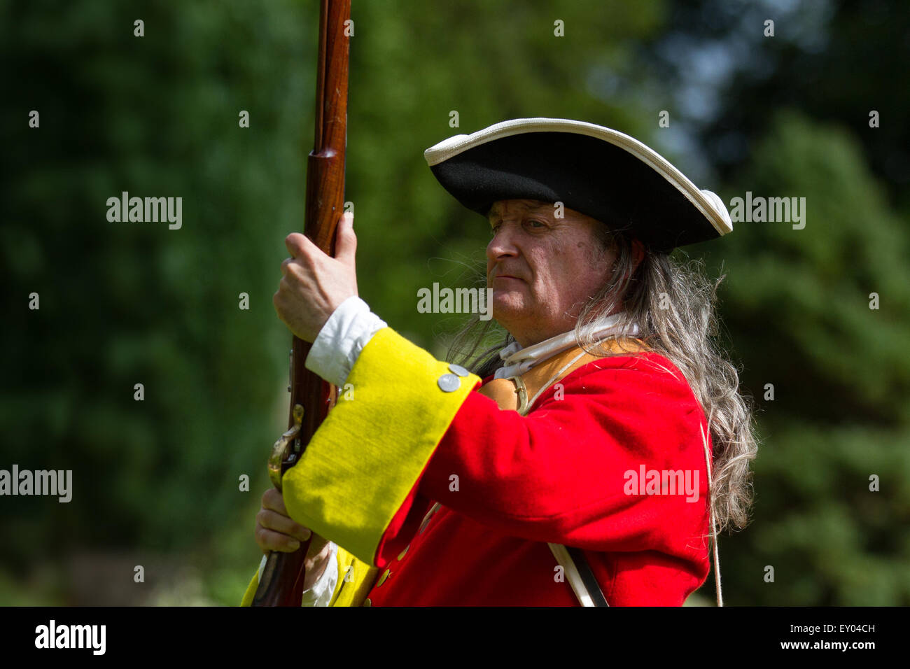 Musketeer at Hoghton, Preston,  Lancashire, UK. 18th July, 2015.   The Queen's Royal Regiment Living History Group' Stock Photo