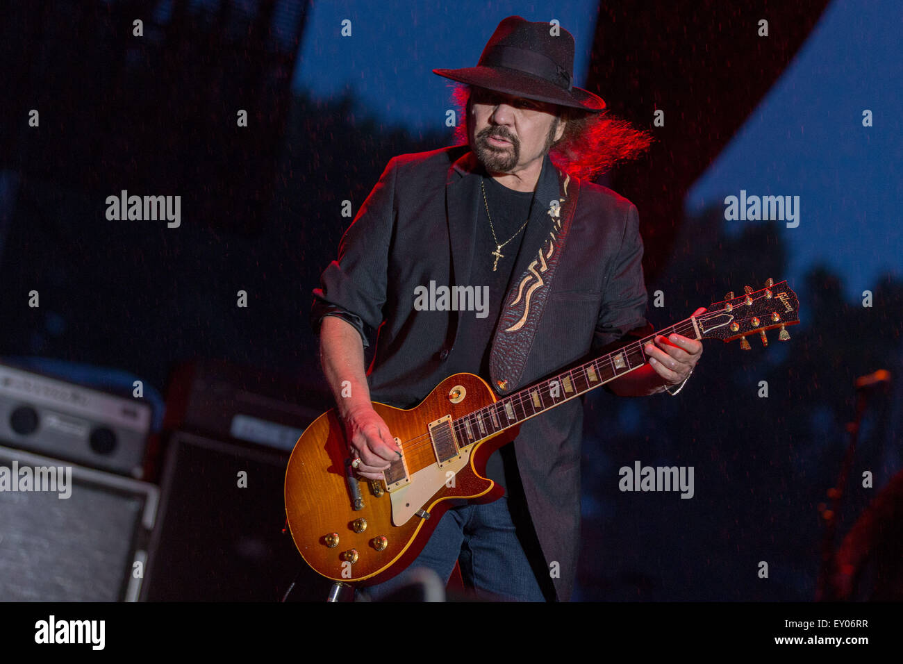 Oshkosh, Wisconsin, USA. 16th July, 2015. Guitarist GARY ROSSINGTON of Lynyrd Skynyrd performs live with his band Stock Photo