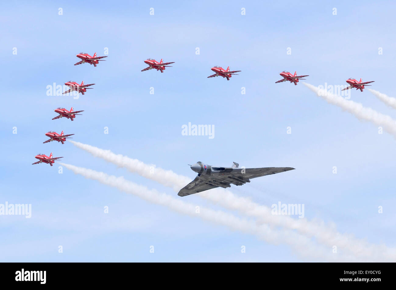 4 X AVRO VULCAN XH558 RED ARROWS FLYPAST FAIRFORD PHOTOGRAPHS