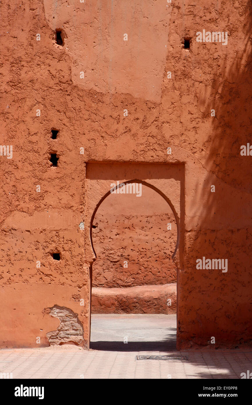 A simple, traditional external Moroccan archway - Stock Image