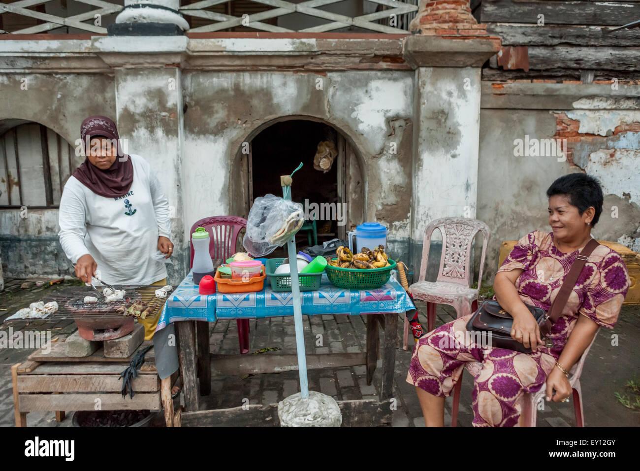 Street food vendor at Palembang, Sumatra, Indonesia. - Stock Image