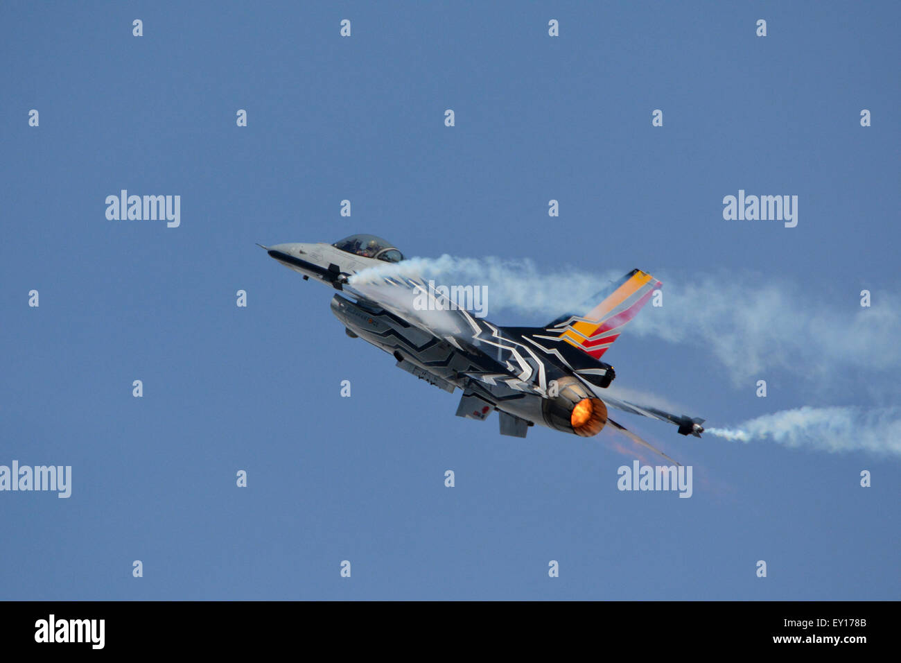 An F-16 - Stock Image