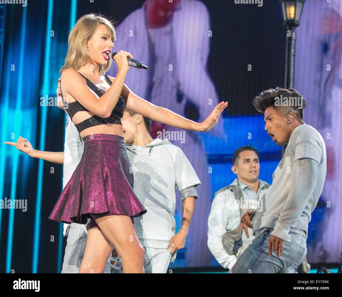 Chicago Illinois Usa 19th July 2015 Singer Taylor Swift Performs Stock Photo Alamy