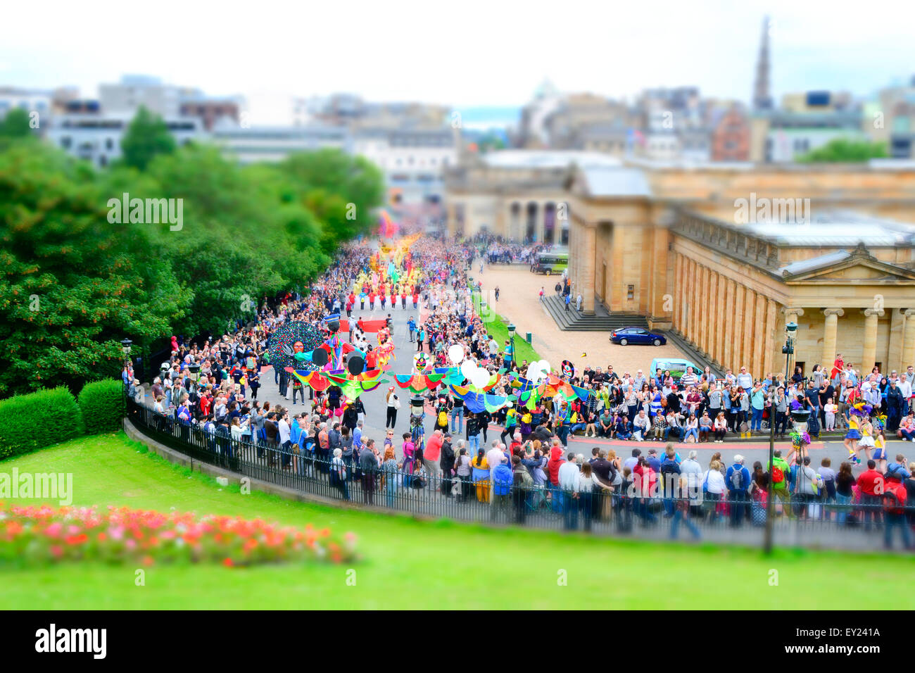 Crowds watch the Edinburgh Festival parade in July 2015 on the Mound - Stock Image