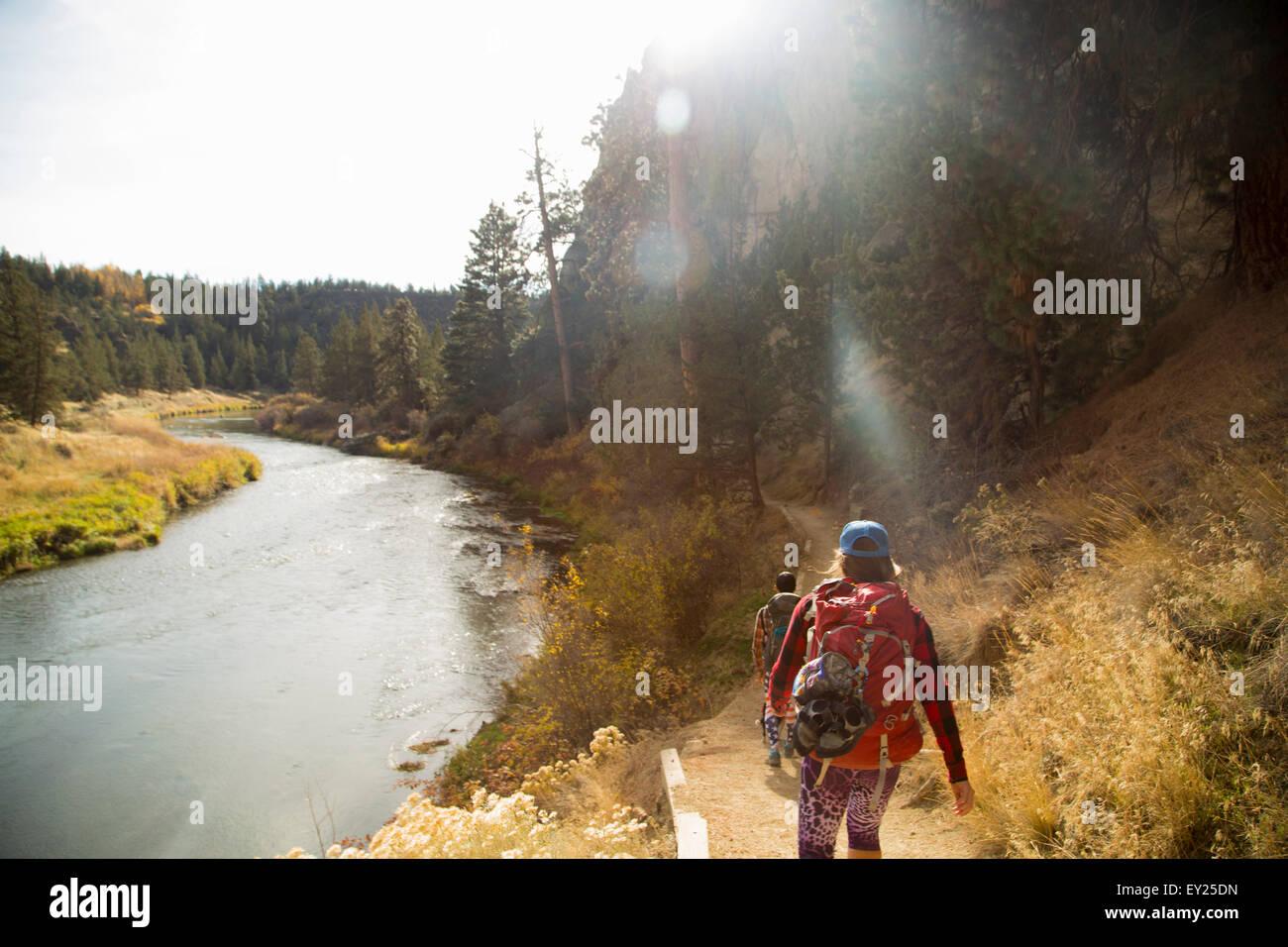 Hiker walking on track, Smith Rock State Park, Oregon, US - Stock Image