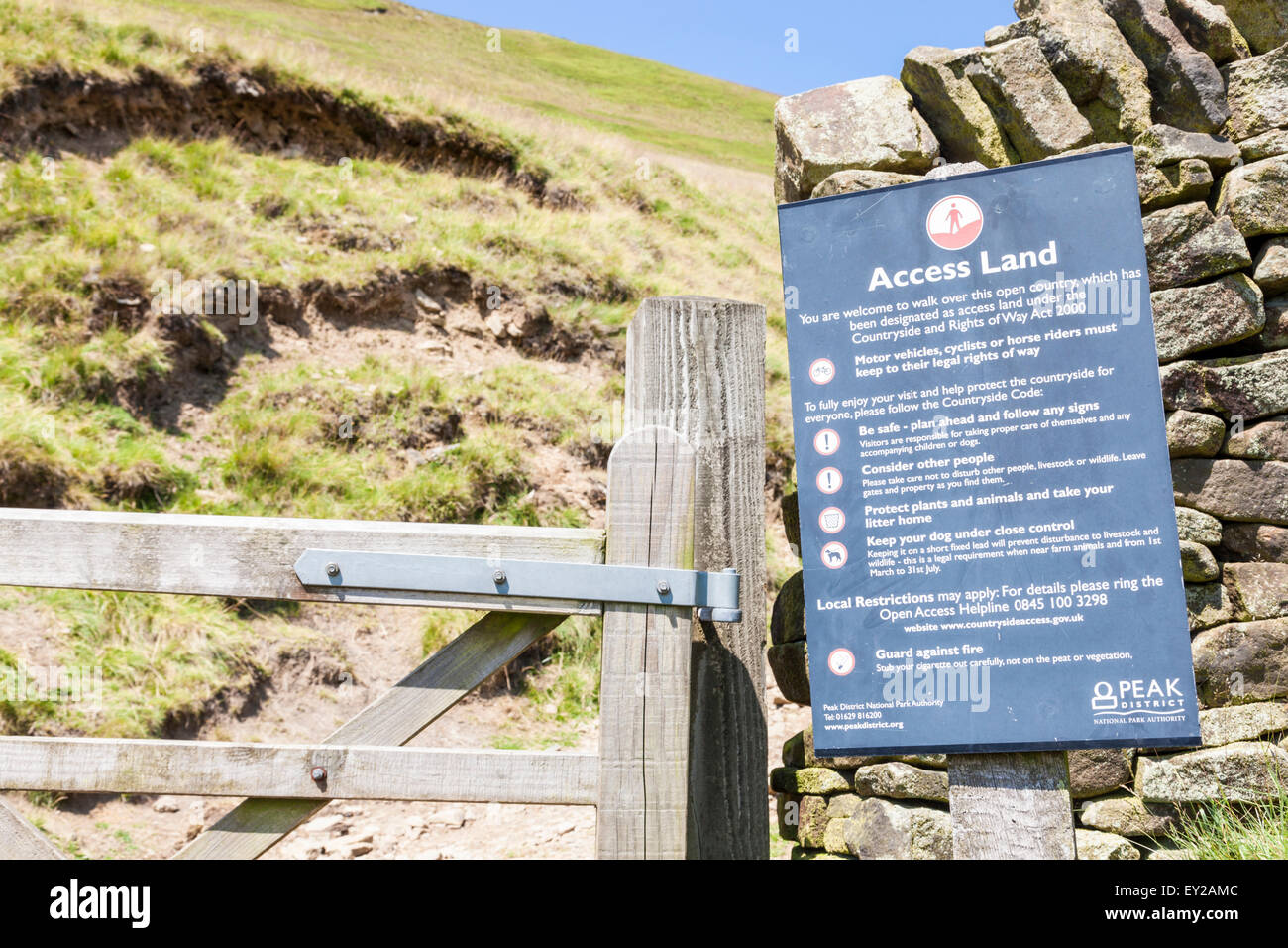 Access land sign on the boundary of open countryside allowing freedom to roam across moors on Kinder Scout, Derbyshire, - Stock Image