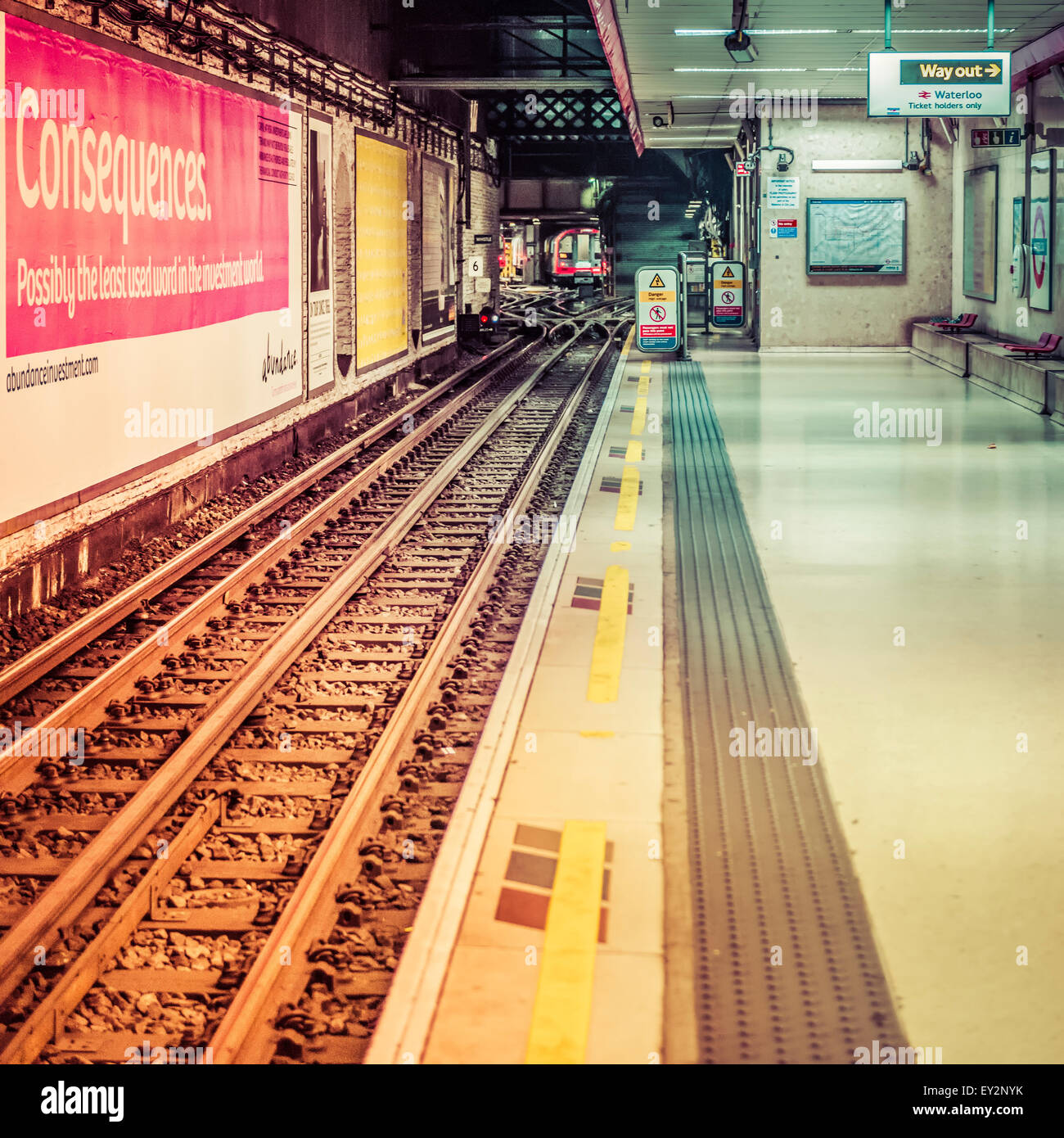 An empty platform on the Waterloo and City underground line at Waterloo station - Stock Image