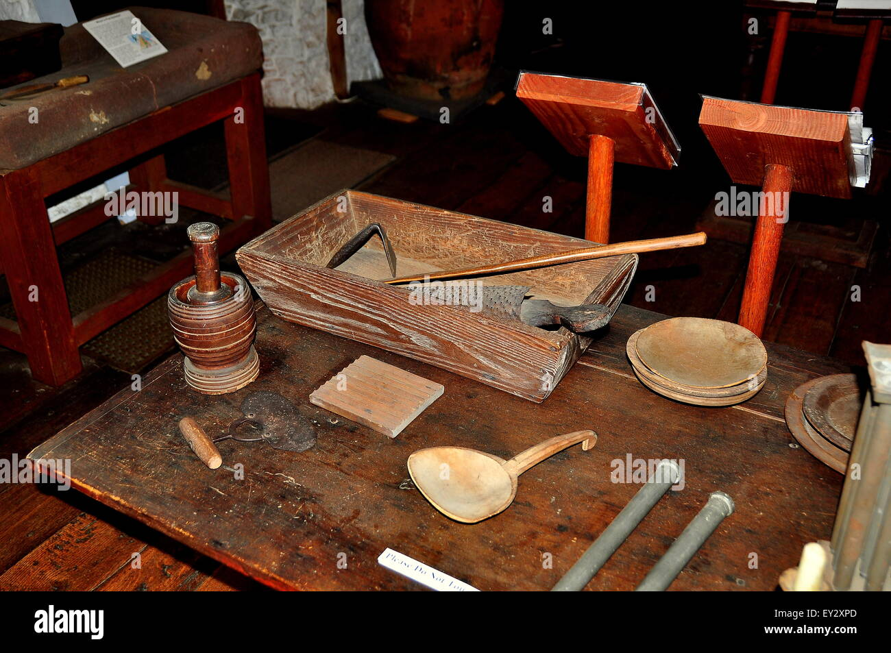 Guilford, Connecticut:  17th century kitchen utensils displayed on a table at the historic 1639 Henry Whitfield - Stock Image