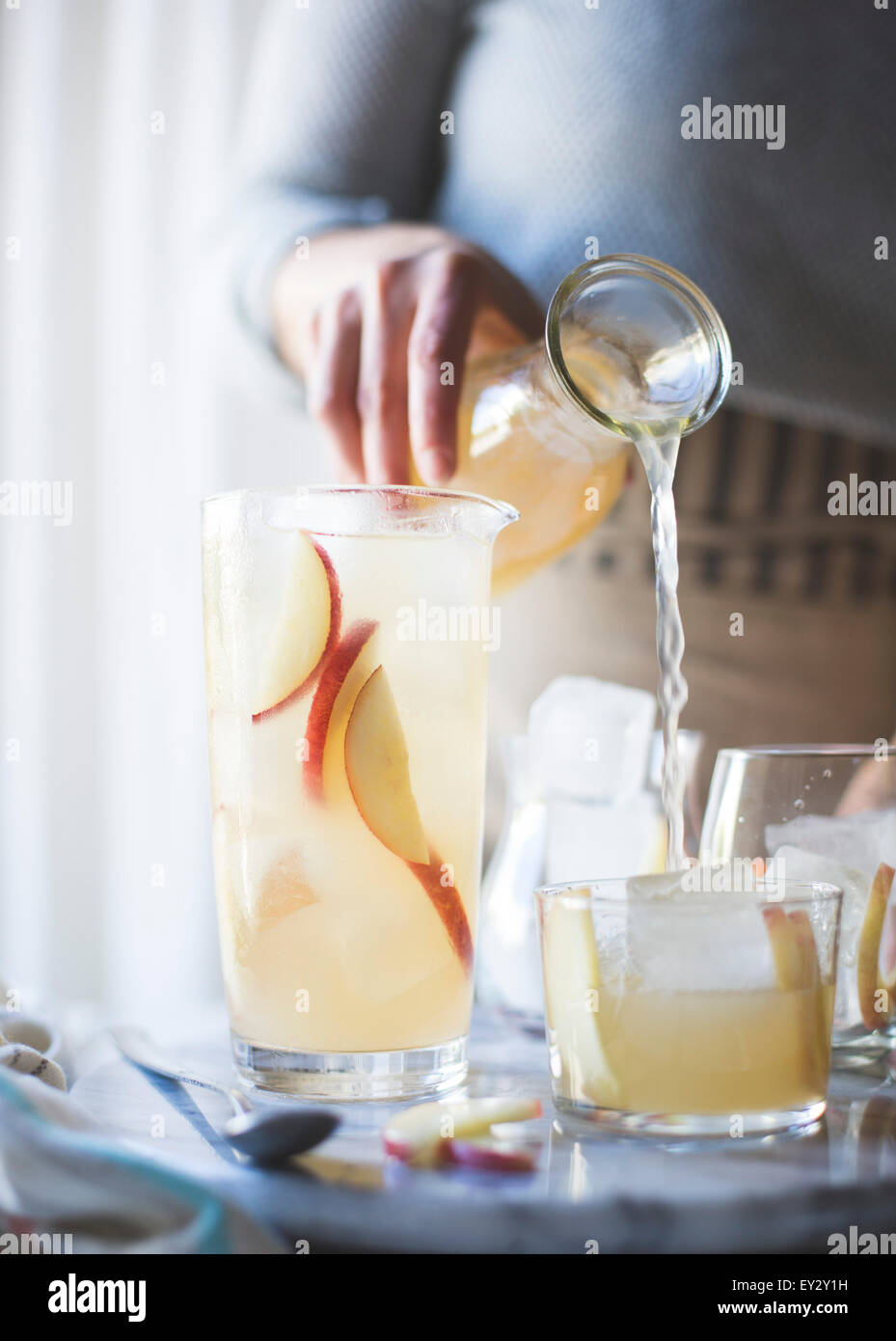 White Nectarine Prosecco Sangría with Ginger & Elderflower - Stock Image