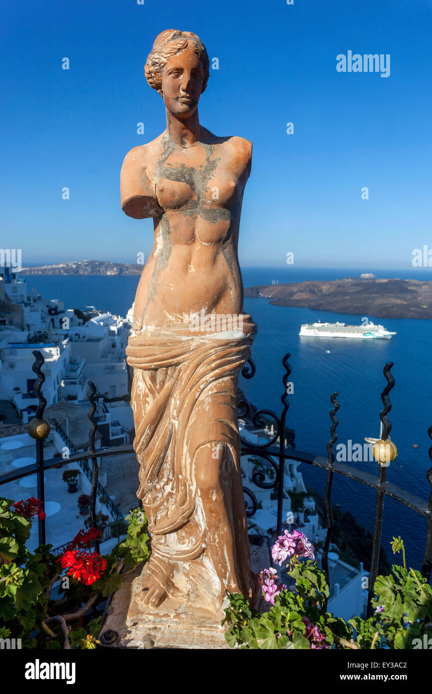 Female torso Aphrodite, Palia Kameni cocktail bar, statue, Thira, Santorini, Cyclades, Greece - Stock Image