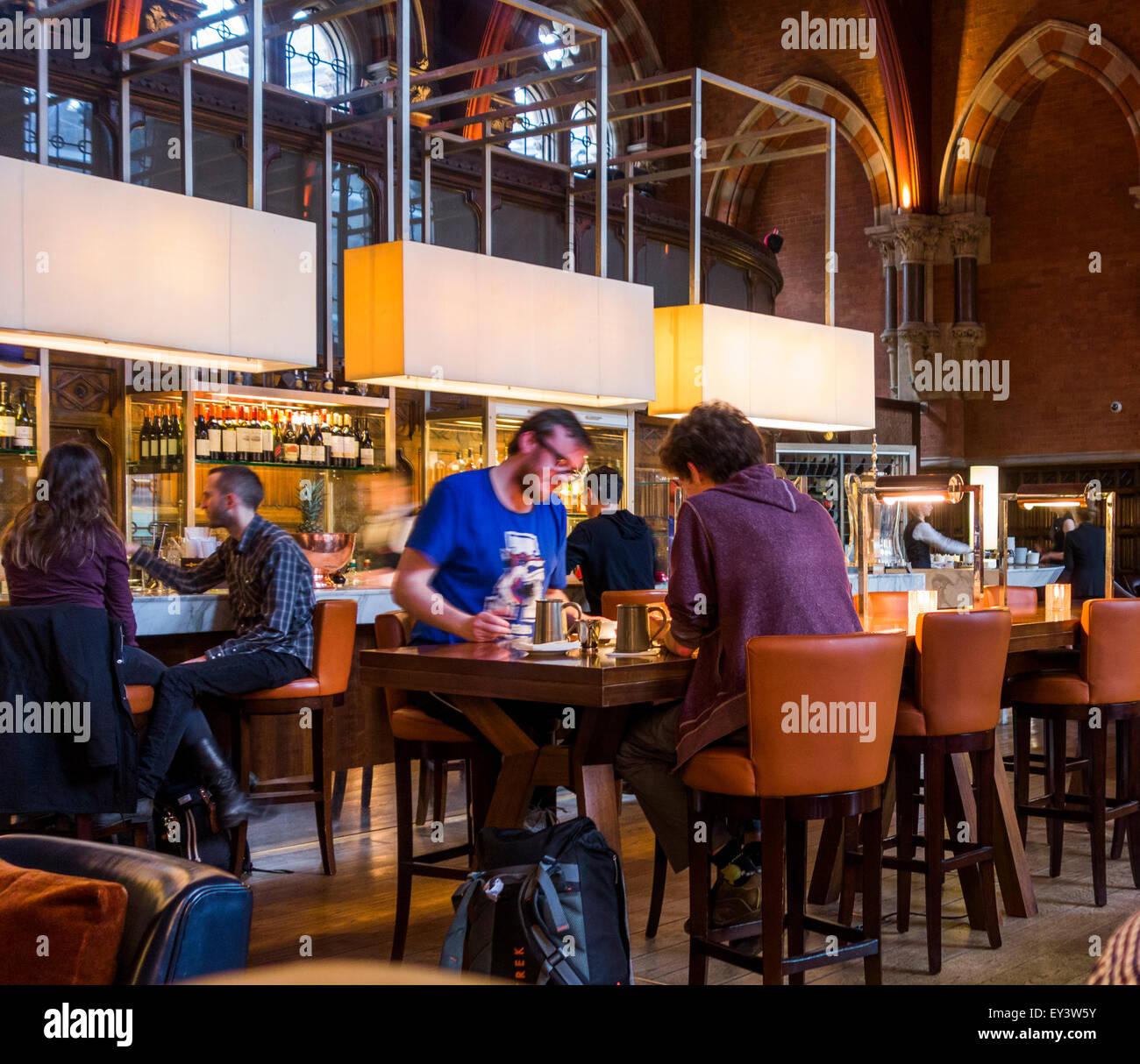 The Gilbert Scott Bar and Brasserie, St Pancras Renaissance Hotel, St Pancras, London, England, UK - Stock Image
