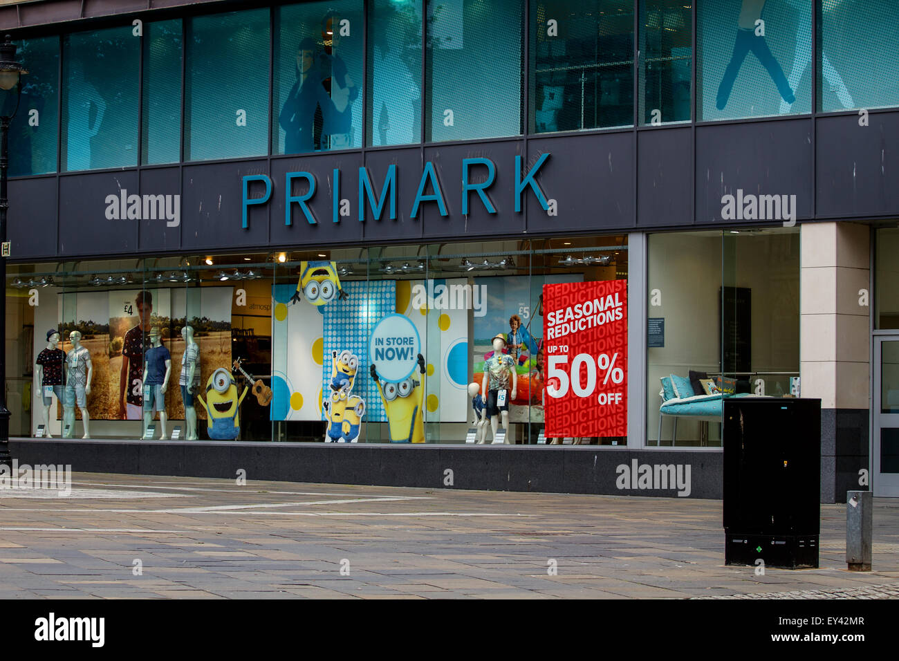 Dundee, Scotland, UK. 21st July, 2015. Sales: Mid Summer Sales in Dundee. Primark the outlet fashion store at the - Stock Image