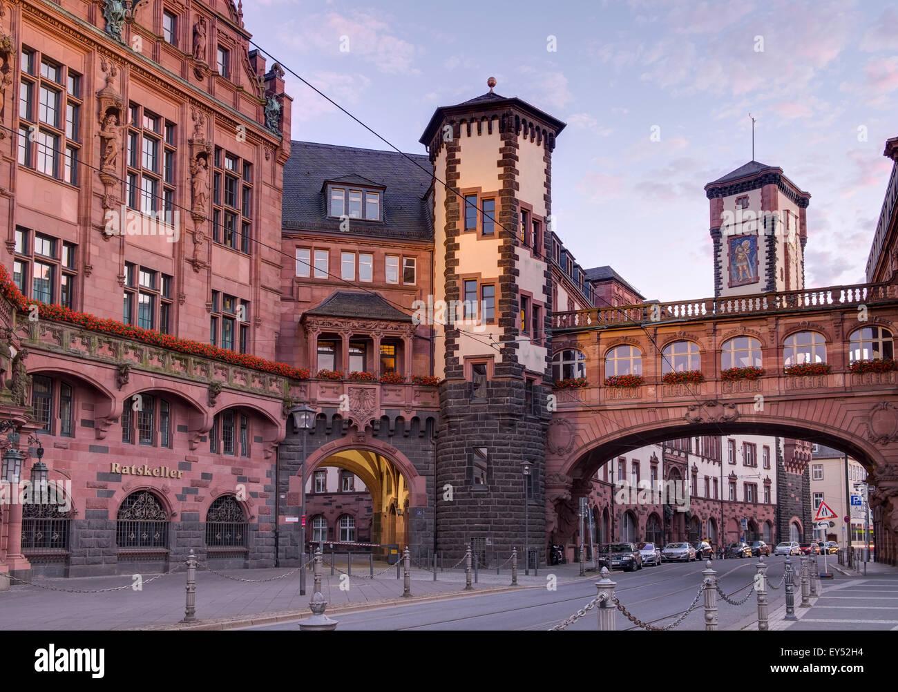 Römer building and Seufzerbrücke or Bridge of Sighs, historic centre, Frankfurt am Main, Hesse, Germany - Stock Image