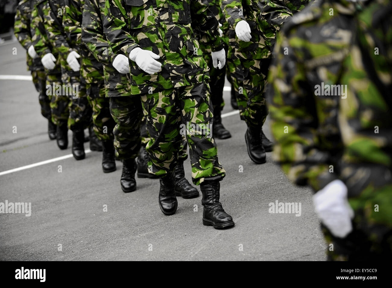 Soldiers in green camouflage uniform march in formation - Stock Image