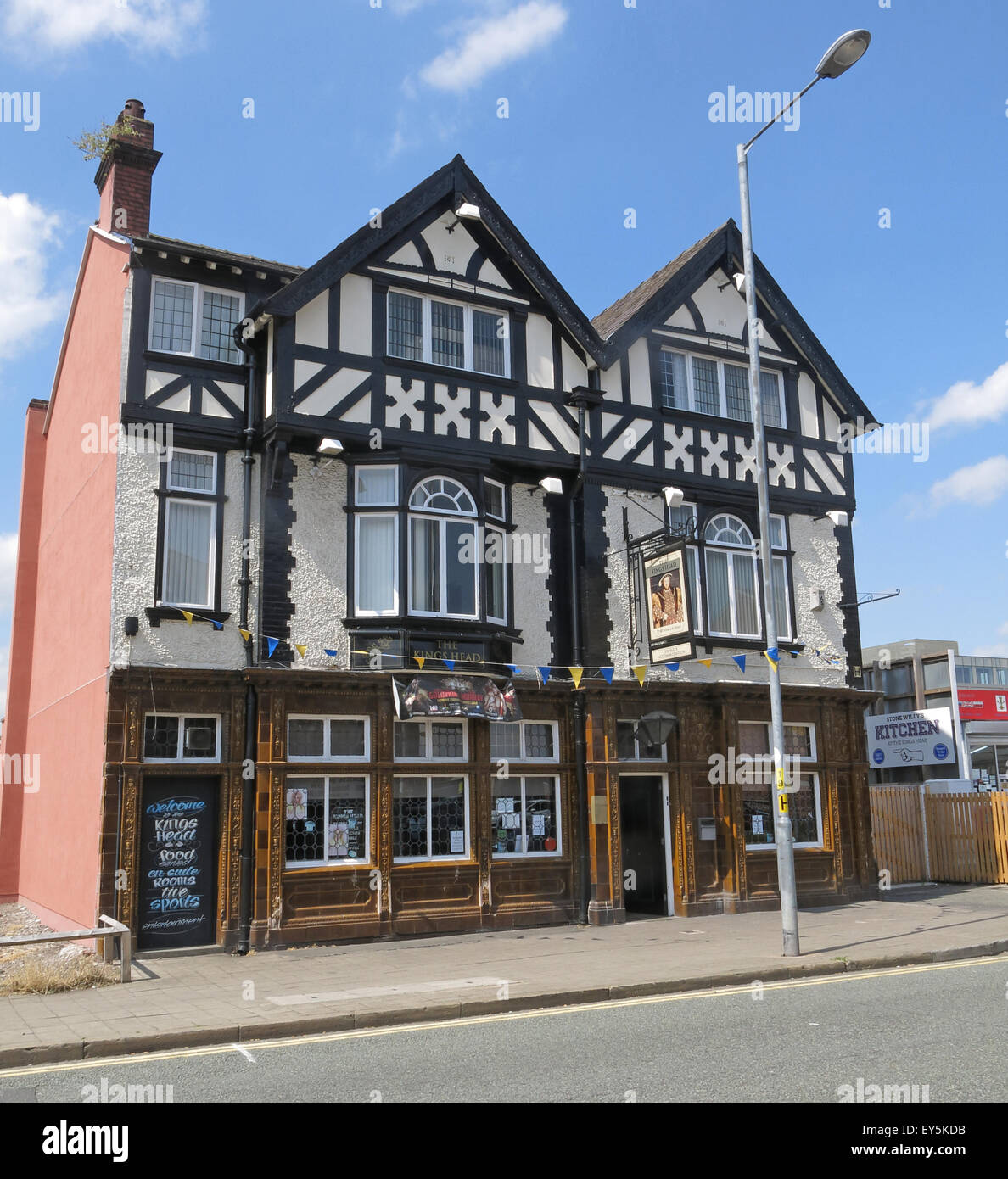 The Kings Head Pub, Winwick St, Warrington, Cheshire, England, UK - Stock Image