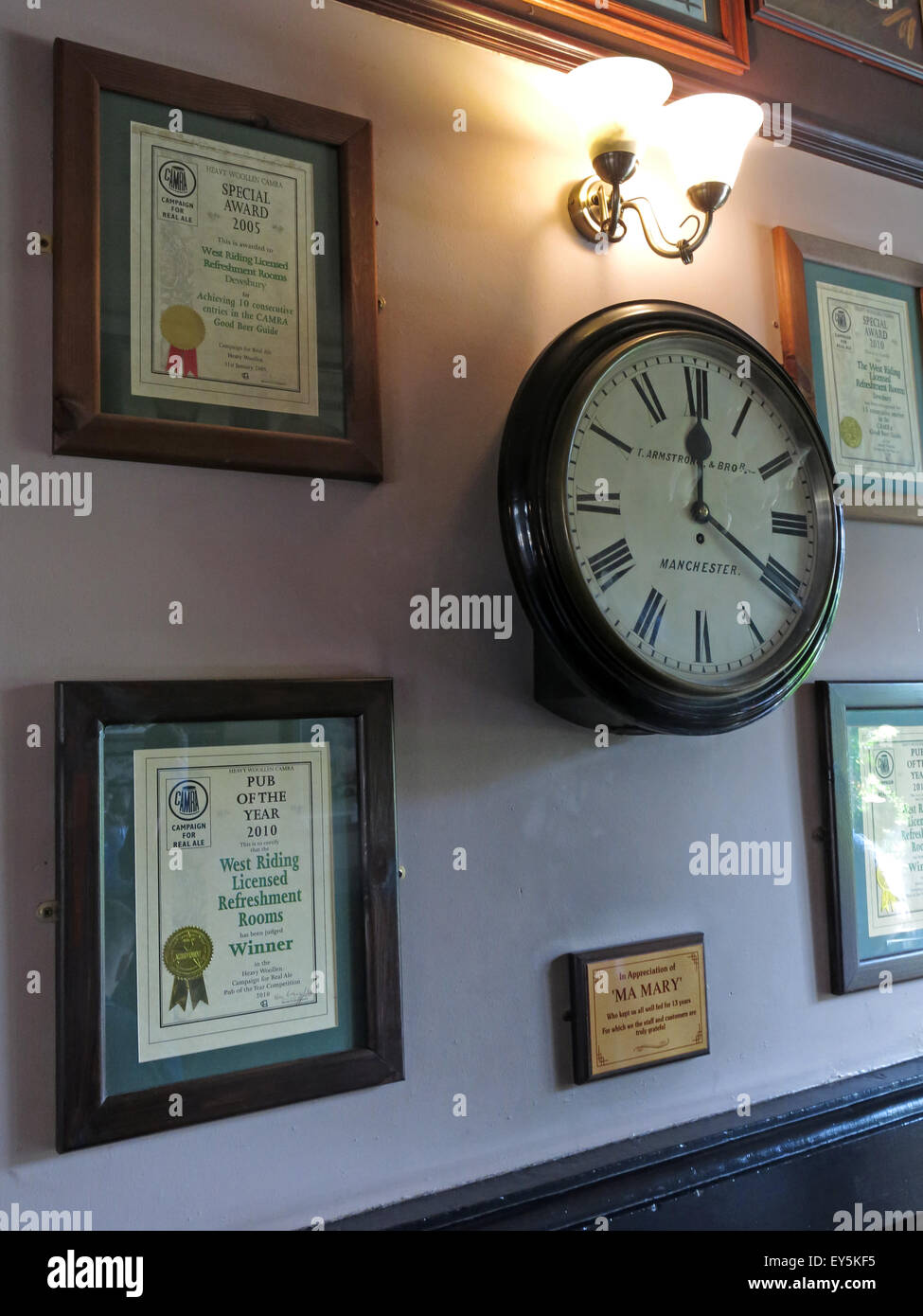 West Riding Pub, Dewsbury Railway Station, West Yorkshire, England, UK - clock & CAMRA certificates - Stock Image