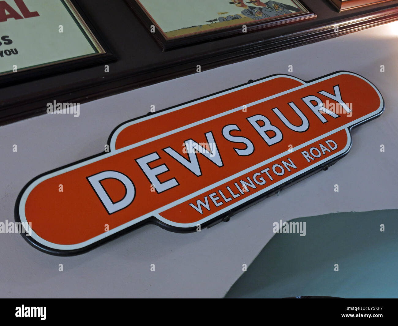 West Riding Pub, Dewsbury Railway Station, West Yorkshire, England, UK - Stock Image