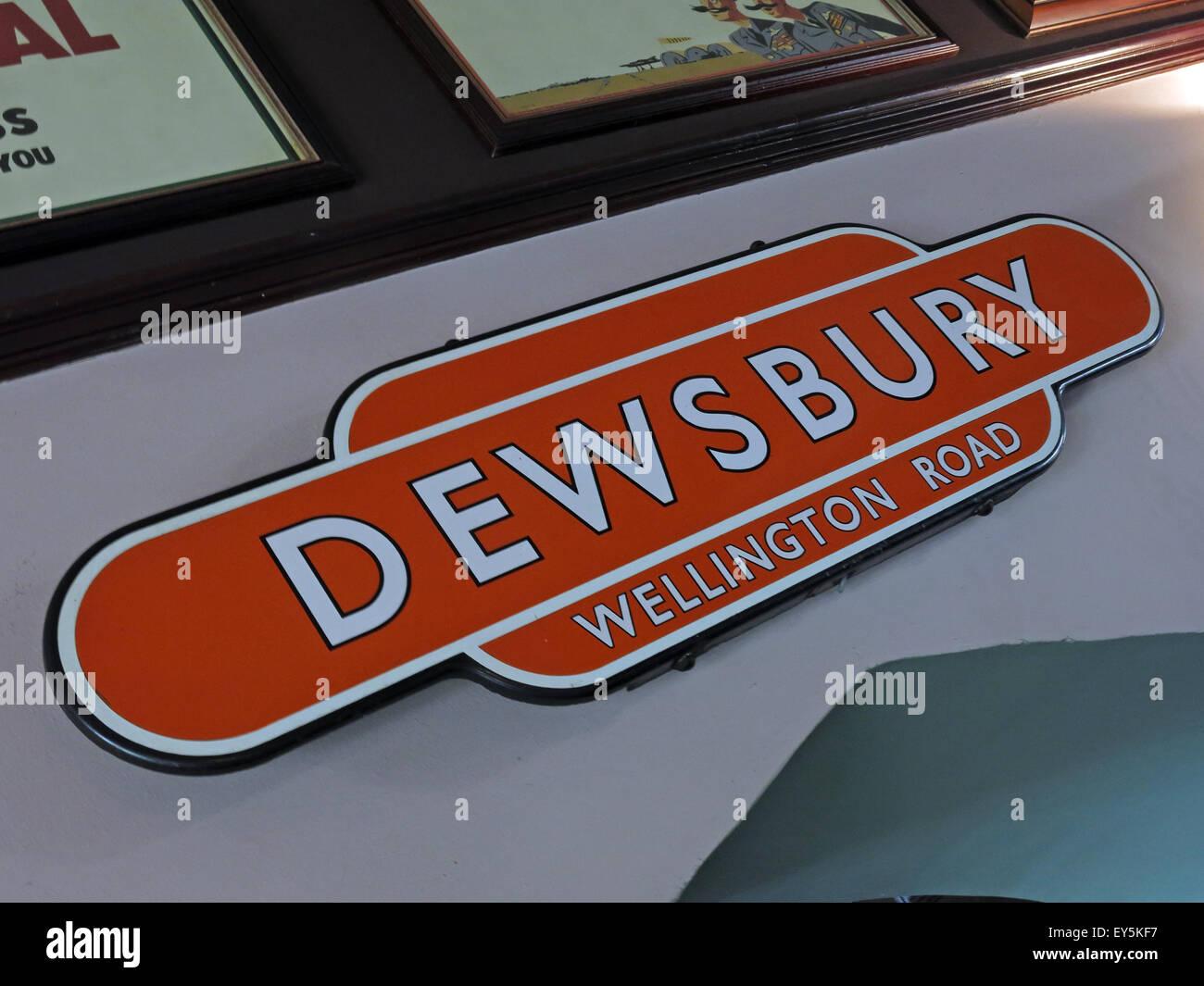 West Riding Pub, Dewsbury Railway Station, West Yorkshire, England, UK Stock Photo