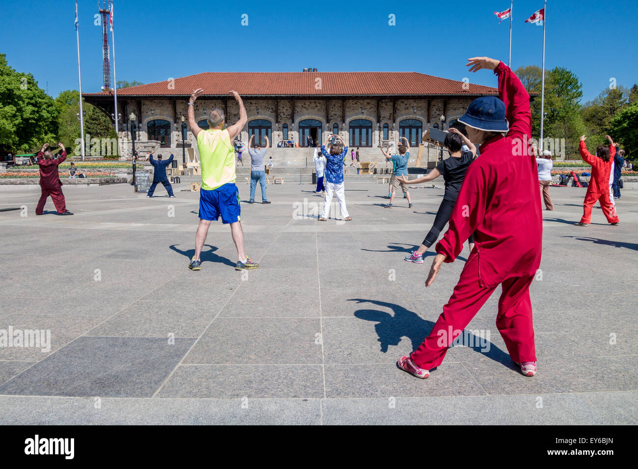 Tai Chi in Montreal, in front of Mont-Royal Chalet - Stock Image