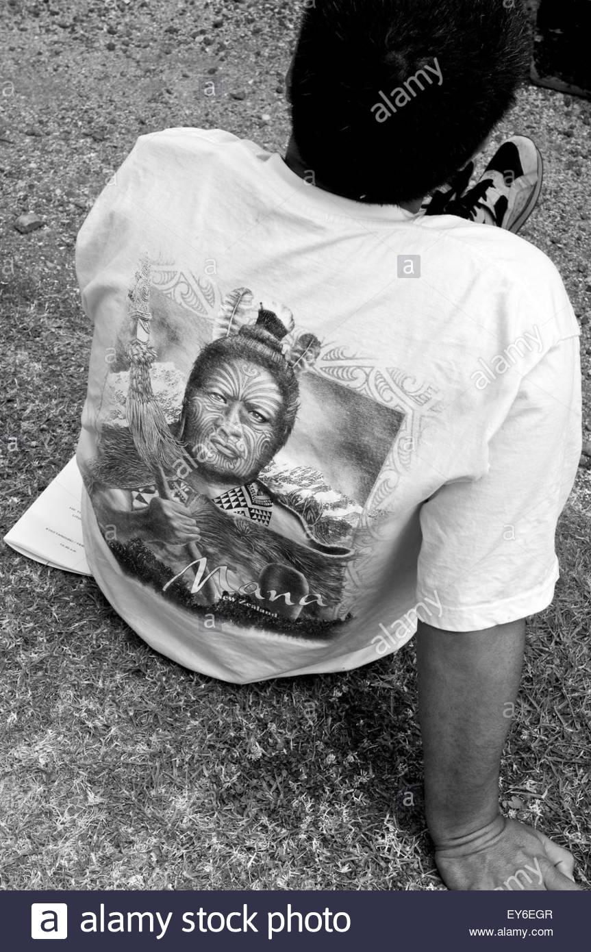A Maori wearing a tribe leader tee-shirt during Waitangi Day annual commemorations on Waitangi Treaty Grounds, Bay - Stock Image