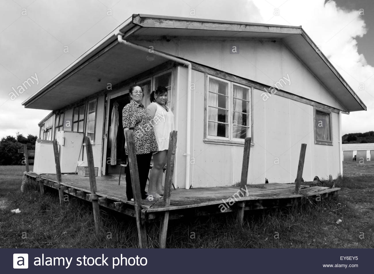 Portrait of a Maori woman with her daughter in front of their house in Motuti community, Northland, North Island, Stock Photo