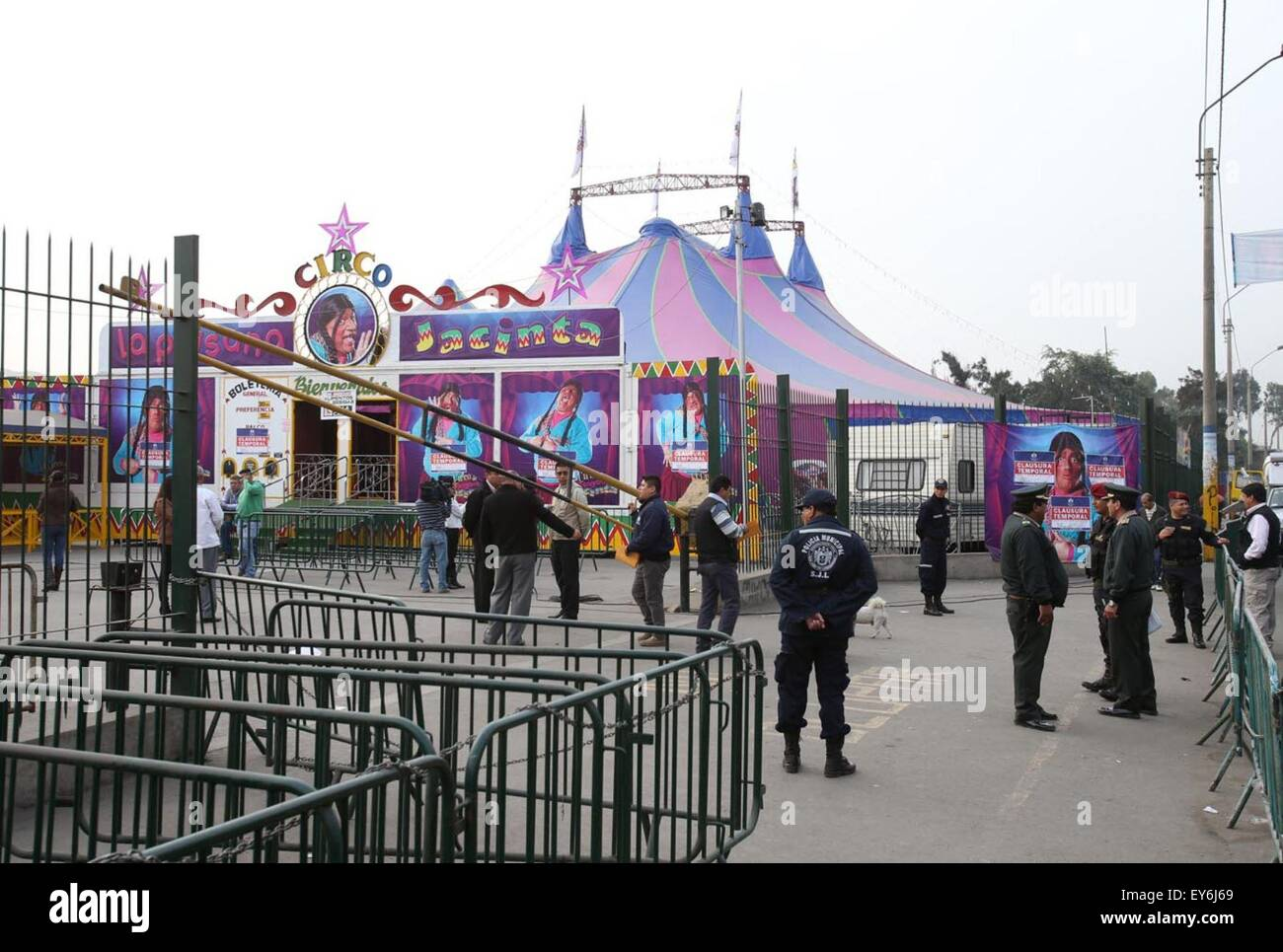 Lima, Peru. 22nd July, 2015. Policemen work at the circus where an explosion occurred in the district of San Juan - Stock Image