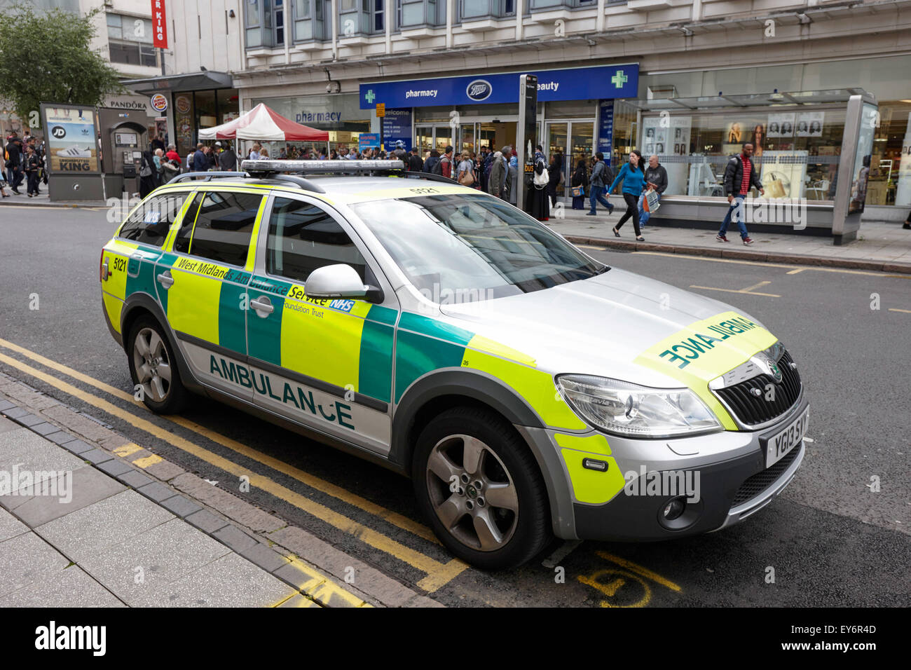west midlands ambulance service paramedic fast response vehicle in city centre Birmingham UK - Stock Image