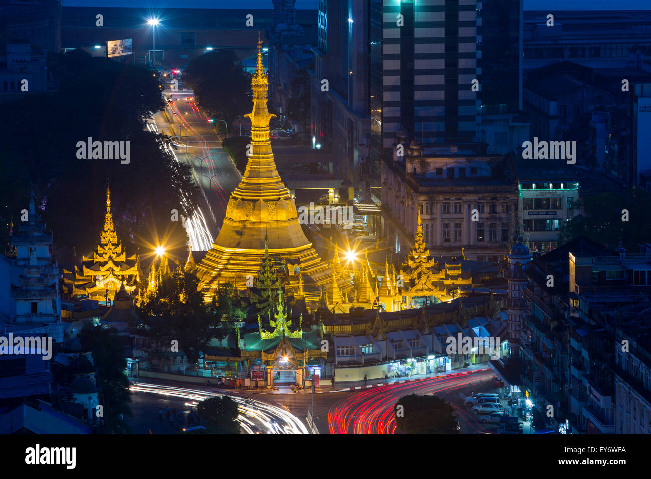 Sule Pagoda at night from Sakura Tower Sky Bar, Yangon, Myanmar - Stock Image
