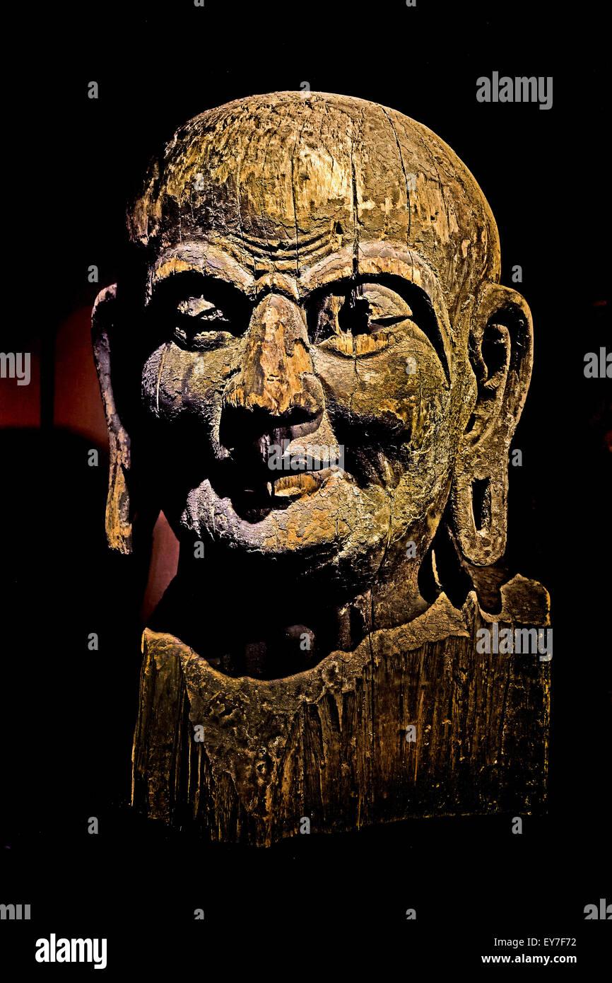 Head of Kasyapa wood Tang dynasty (ad 618–690 & 705–907)  Buddhism Shanghai Museum of ancient Chinese art China - Stock Image