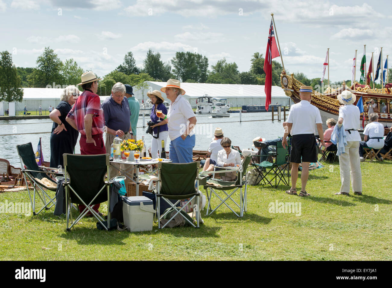 People picnicking at the Thames Traditional Boat Festival, Fawley Meadows, Henley On Thames, England - Stock Image