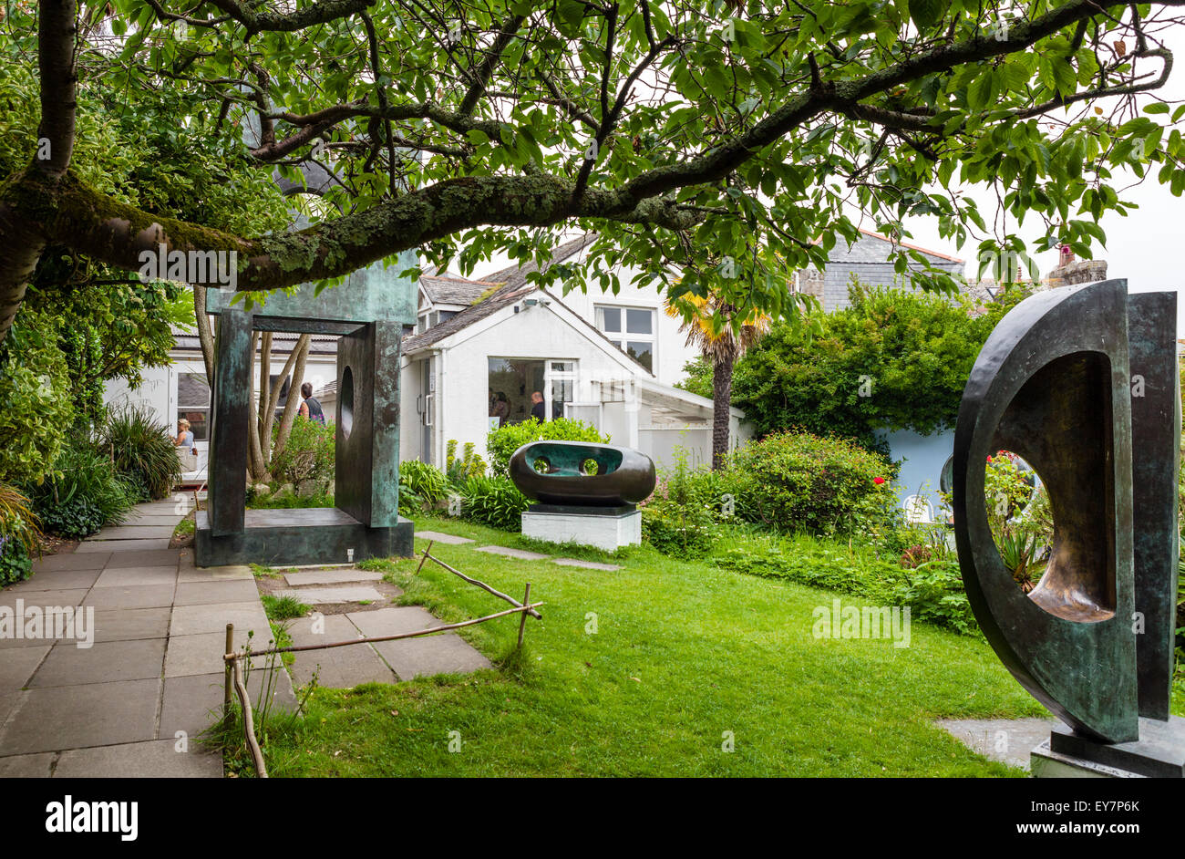 The sculpture garden at the Barbara Hepworth Museum and Sculpture Garden, St Ives, Cornwall, England, UK - Stock Image