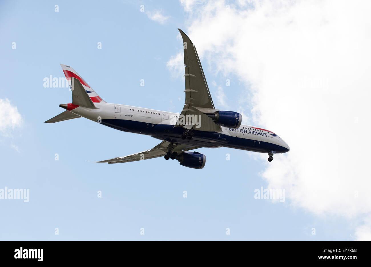 British Airways Boeing 787 passenger jet on final approach to LHR - Stock Image