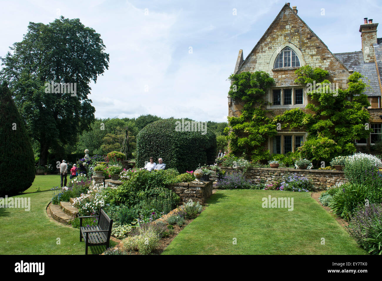Groovy Flower Beds In Front Of The Manor House Coton Manor Gardens Download Free Architecture Designs Rallybritishbridgeorg