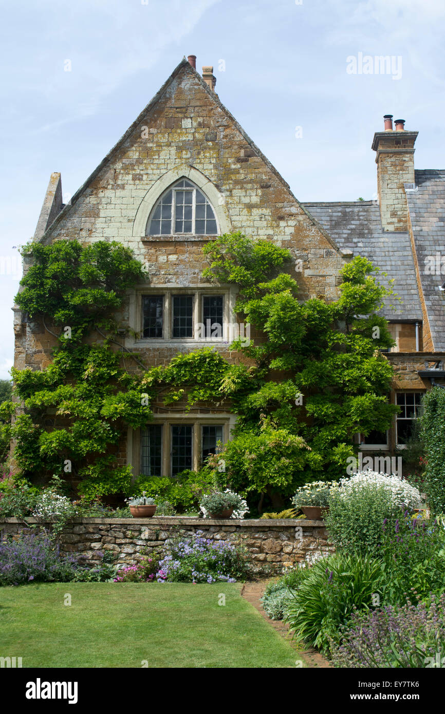 Amazing Flower Beds In Front Of The Manor House Coton Manor Gardens Download Free Architecture Designs Rallybritishbridgeorg