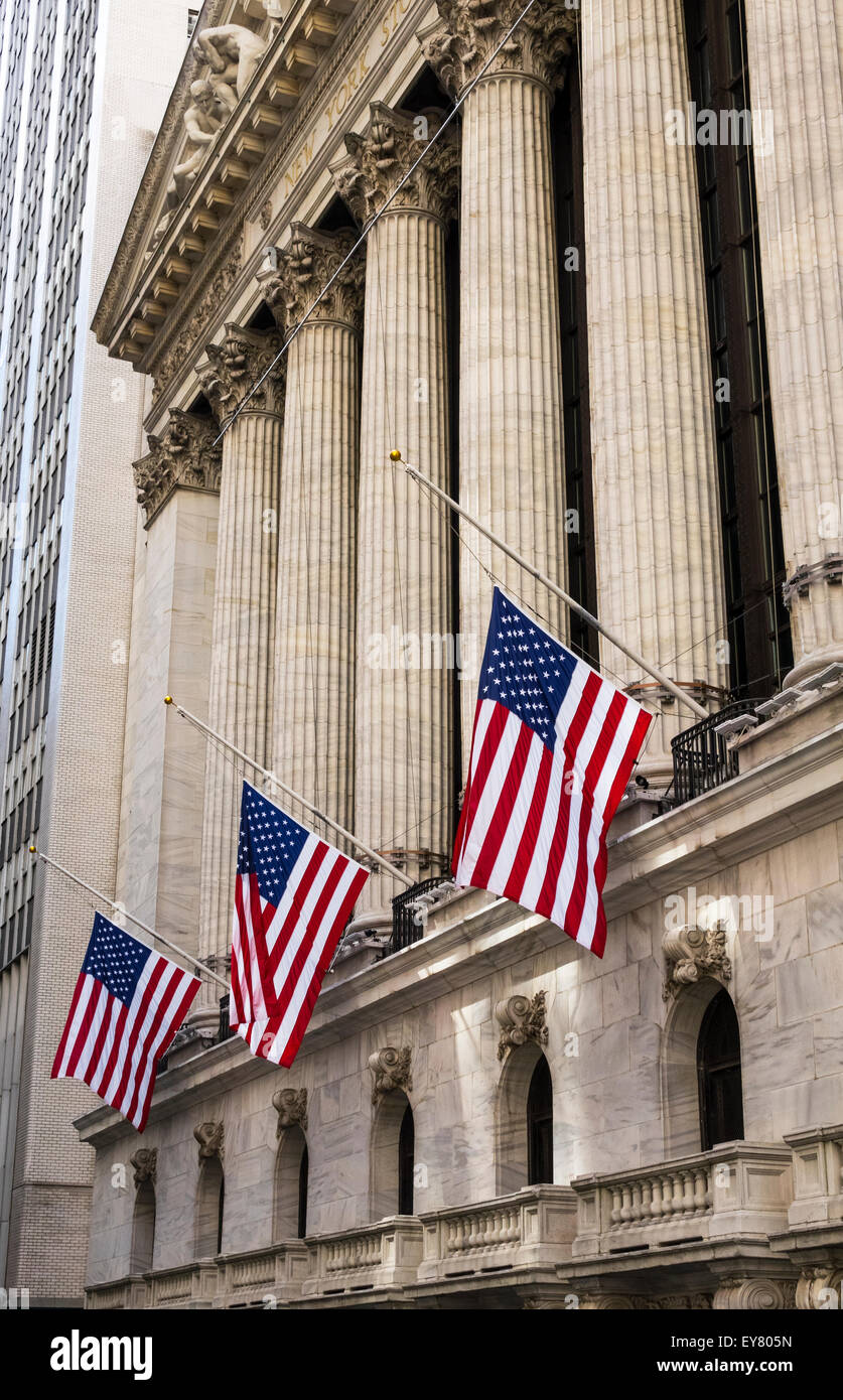 The New York Stock Exchange with American flags and Corinthian columns - Stock Image