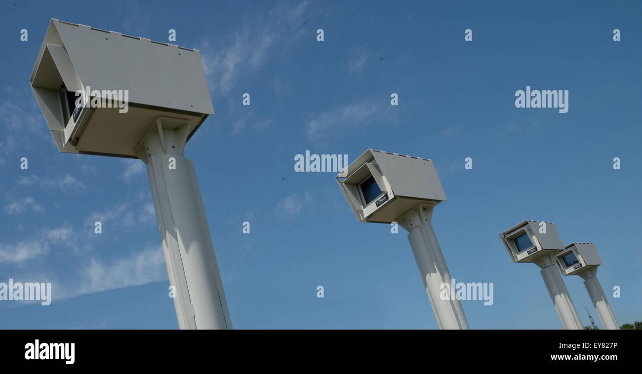 Hanover, Germany. 17th July, 2015. A Strecken-Radar or Abstandsradar (distance radar) on the Bundesstrasse 6 road - Stock Image