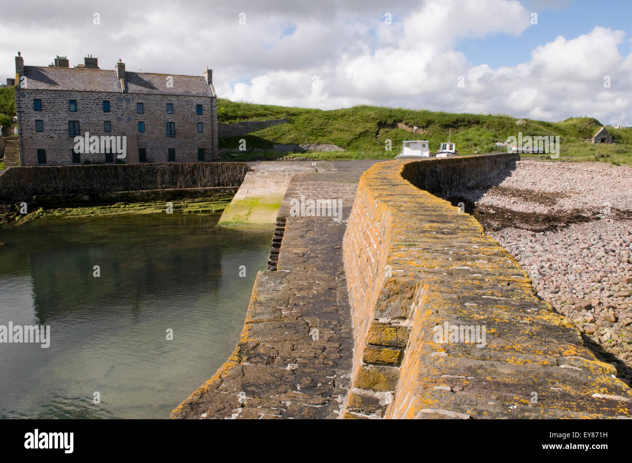 Historic Keiss Harbour with Keiss House in the distance, Caithness, Scotland - Stock Image