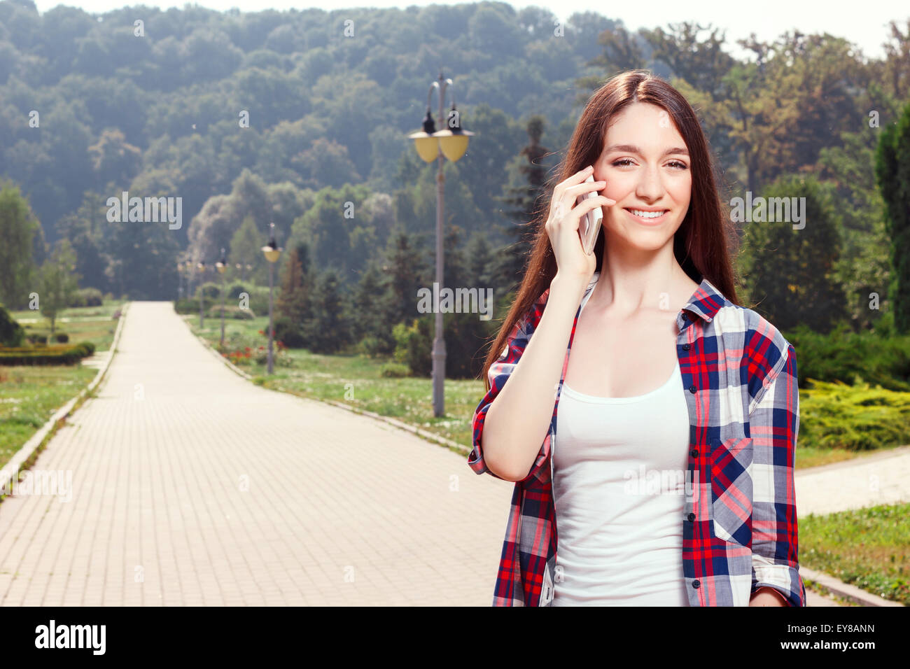 Pretty girl holding mobile phone - Stock Image