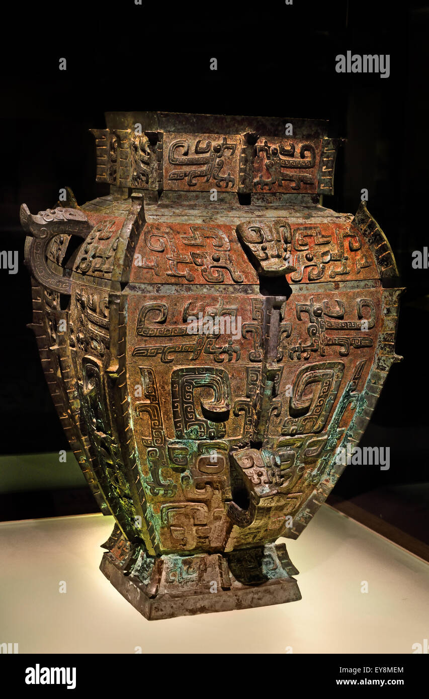 Ya Fu Square Lei ( Wine Vessel )  Late Shang ( 13 -11th century B.C. ) Bronze Shanghai Museum of ancient Chinese - Stock Image