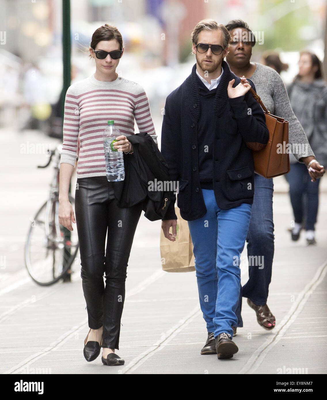 Anne Hathaway And Adam Shulman Go For A Walk In Greenwich