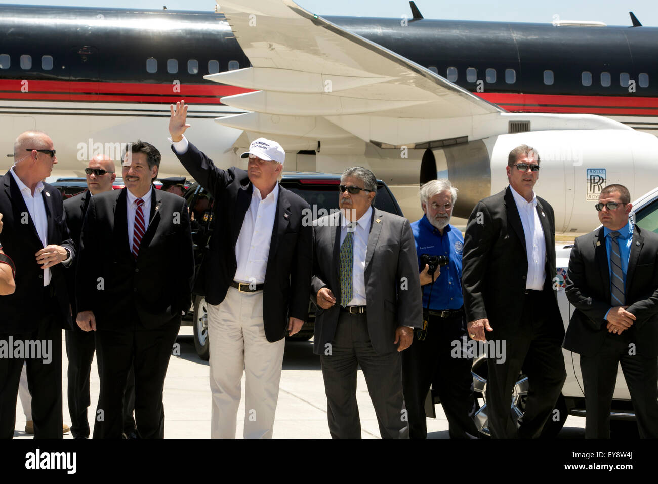 US Presidential candidate Donald Trump waves to supporters with group of local Laredo, Texas dignitaries after landing - Stock Image