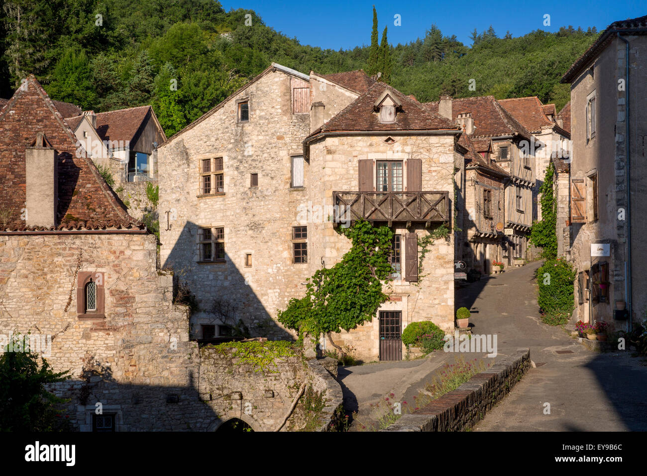 Early morning in Saint-Cirq-Lapopie, Quercy, Midi-Pyrenees, France - Stock Image