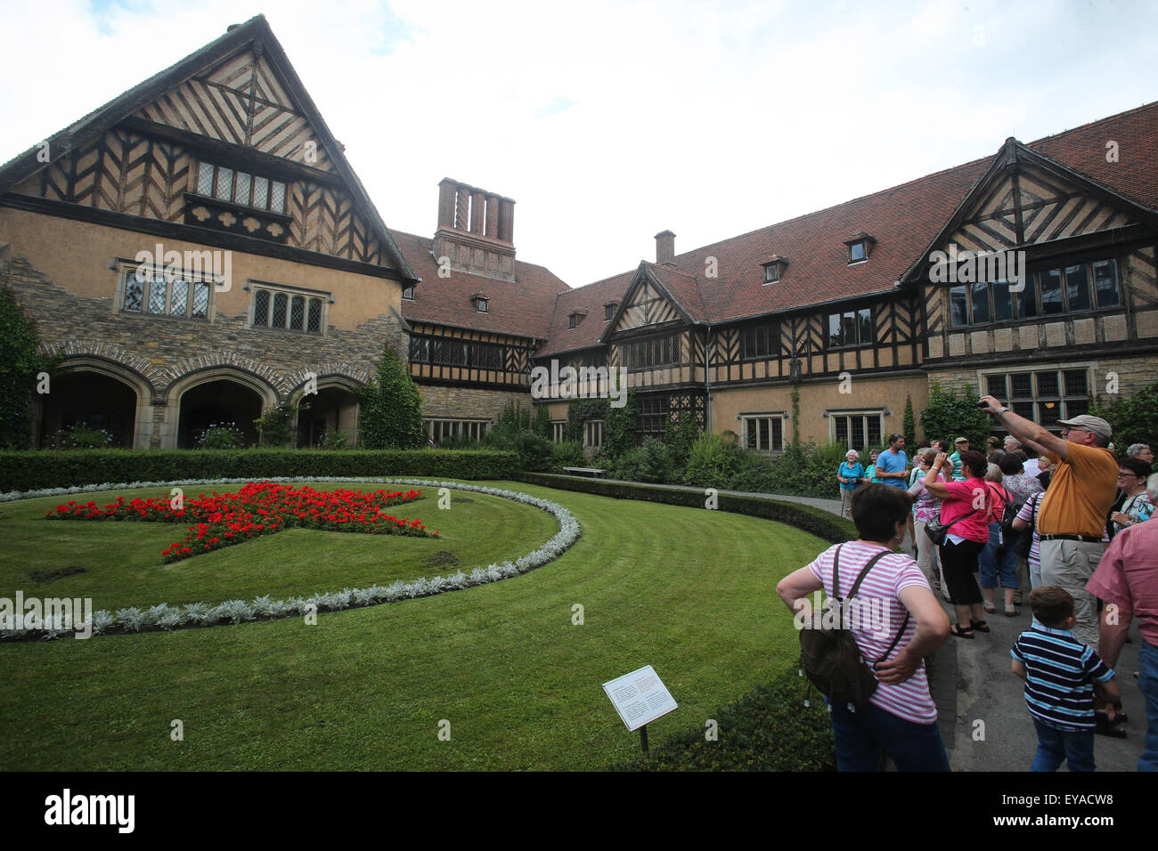 (150725) -- POTSDAM, July 25, 2015 (Xinhua) -- Visitors are seen at the Cecilienhof Palace in Potsdam, Germany, - Stock Image