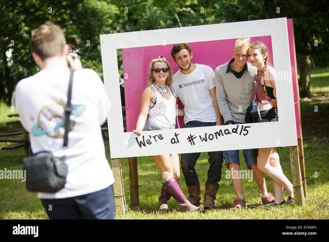 Charlton Park, Wiltshire, UK. 25th July, 2015. People have their photos taken in selfie frames in the sun at WOMAD - Stock Image