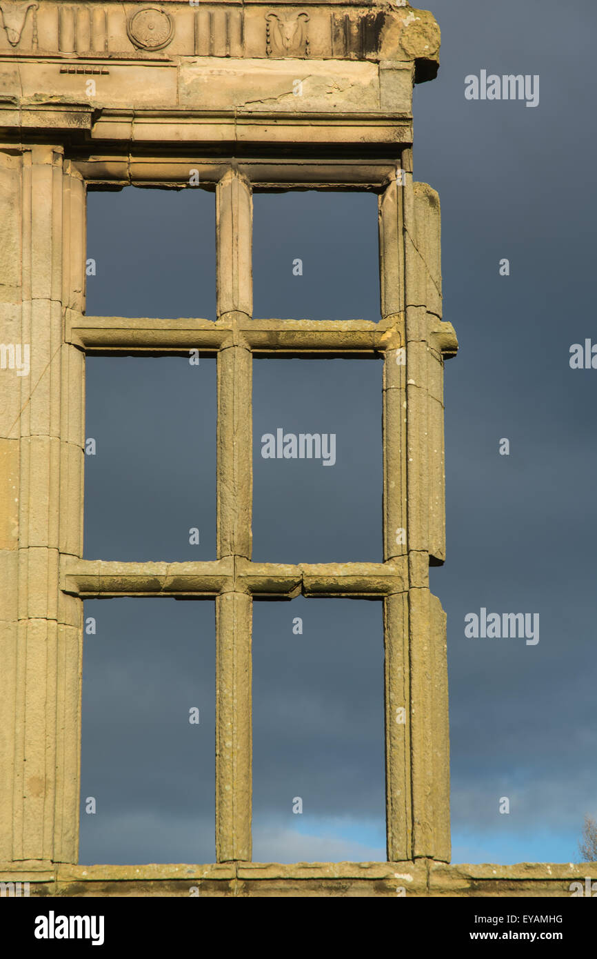 mullioned window of ruined mansion - Stock Image